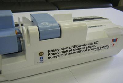 モンゴル国立衛生局 第1助産センターへ新生児のためのシリンジポンプ寄贈
