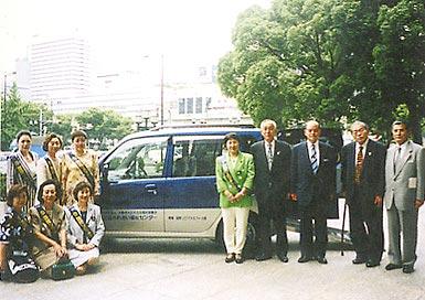 大阪市へ身体障害者用リフト付送迎車1台寄贈